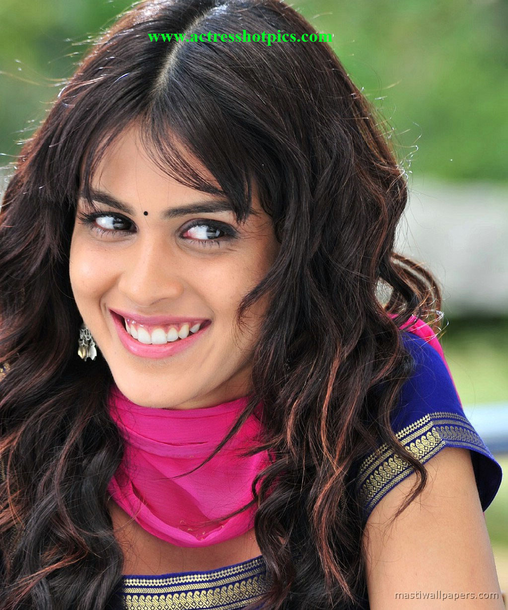 Tags genelia hot photos