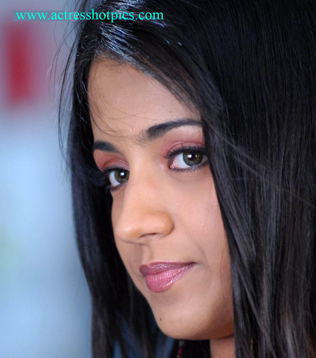 heroine trisha hot lips