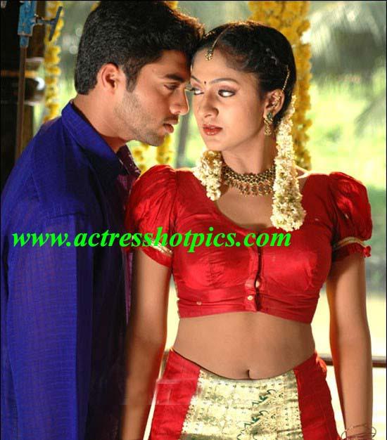 http://ravinderpics.files.wordpress.com/2010/10/sheela-hot-romance-photos-sheela-exposing-spicy-navel-images.jpg